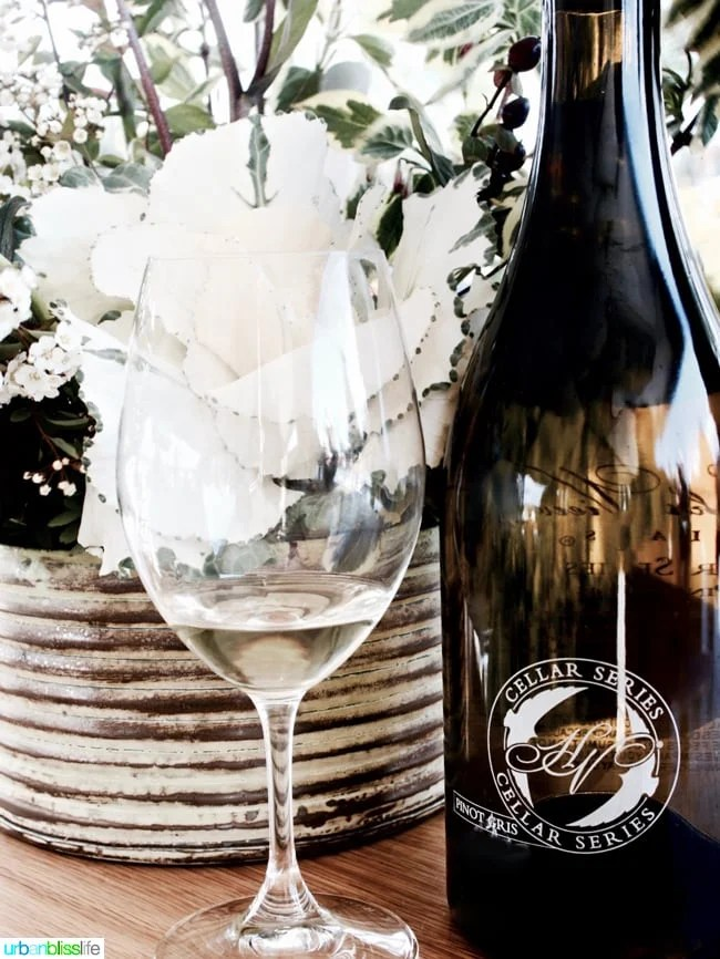Hawks-View-Cellars-Pinot-Gris-White-Flowers