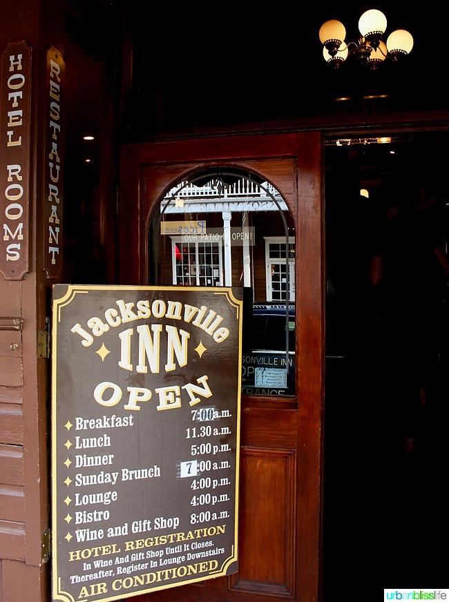 Where to Eat, Stay, Play in Jacksonville, Oregon: Jacksonville Inn. Travel tips on UrbanBlissLife.com