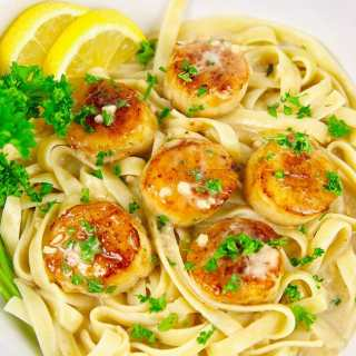Pan Seared scallops pasta