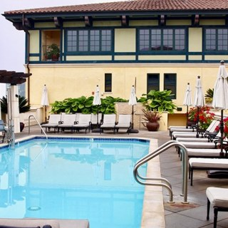 rooftop pool at Hotel Valencia Santana Row