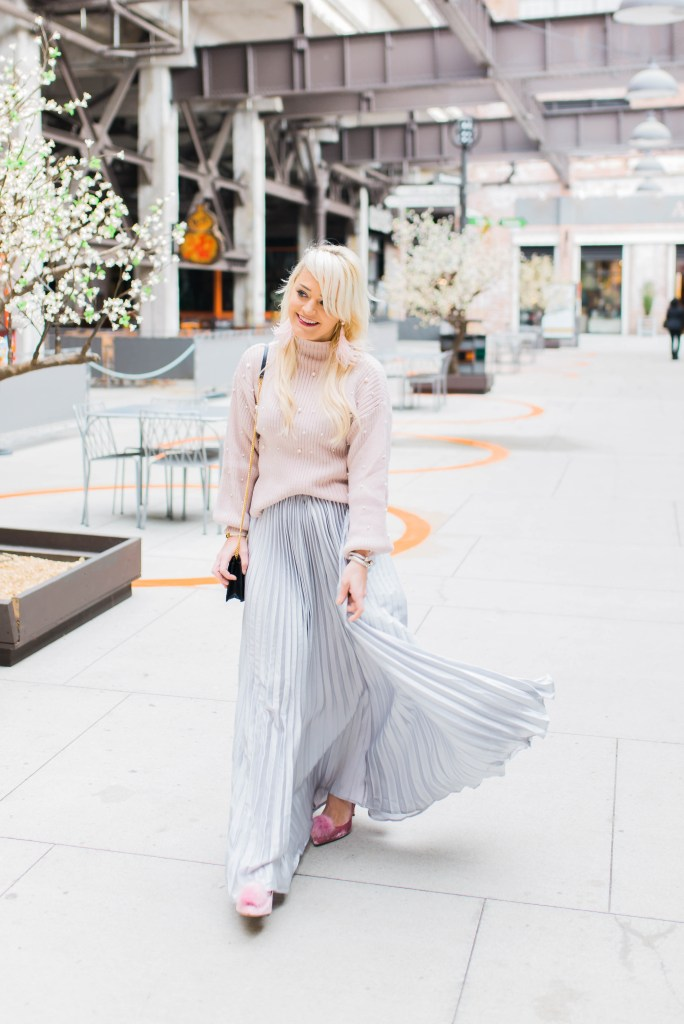 the-pleated-skirt-that-makes-a-statement-baublebar-feather-earrings