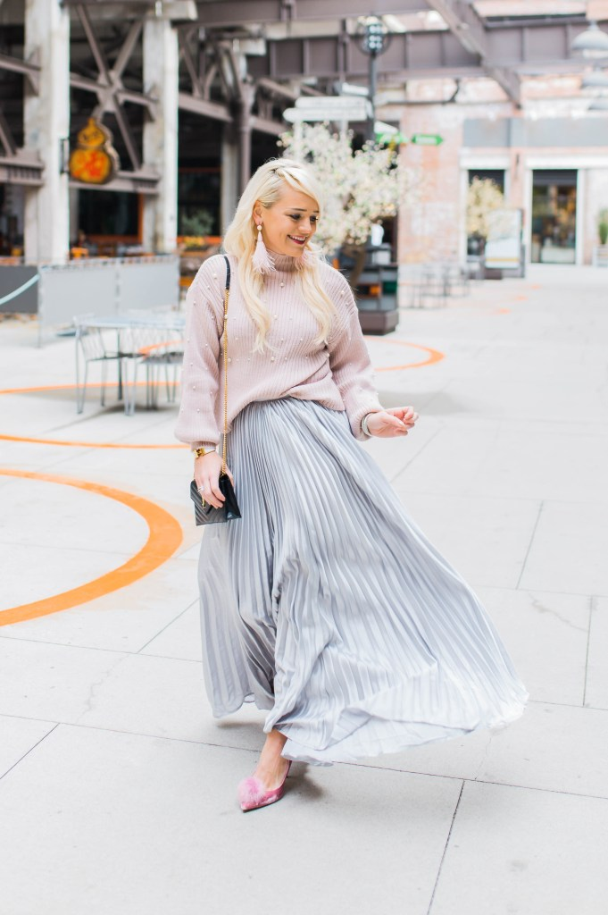 the-pleated-skirt-that-makes-a-statement-pink-pearl-sweater-pom-sam-edelman-heels