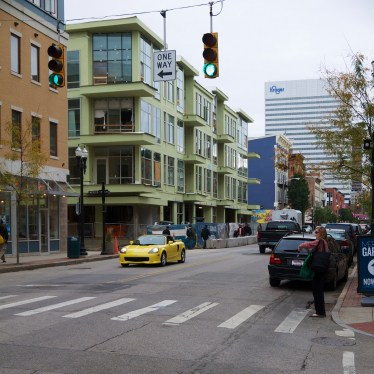 Two-way traffic on Vine meets one-way traffic at Fourteenth [Travis Estell]