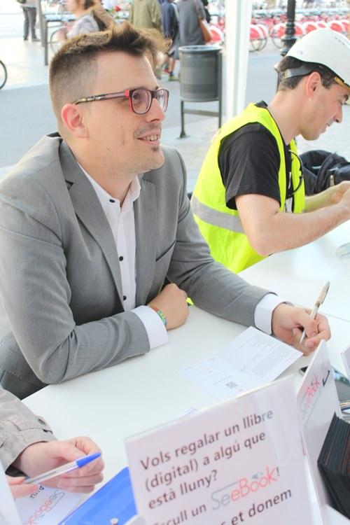 Marc C Griso firmando (1)