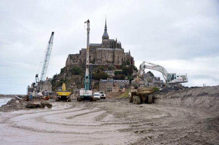 Mont saint michel la destruction de la digue a d but urbanews - Travaux mont saint michel ...