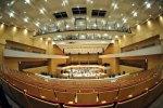 """La """"coquille Saint-Jacques"""" a laissé place à la """"boîte à chaussures"""", selon les propres termes de l'architecte lillois Pierre-Louis Carlier, qui a construit une nouvelle salle avec des murs parallèles et une largeur réduite, à l'intérieur de l'ancien auditorium plus arrondi du Nouveau Siècle, dans le centre de Lille."""