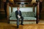 L'architecte Alain-Charles Perrot le 4 mai 2004 au Palais Garnier à Paris