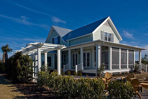Perron arrière de la maison verte, les espaces extérieurs sont prépondérants pour connecter les habitants à leur quartier.