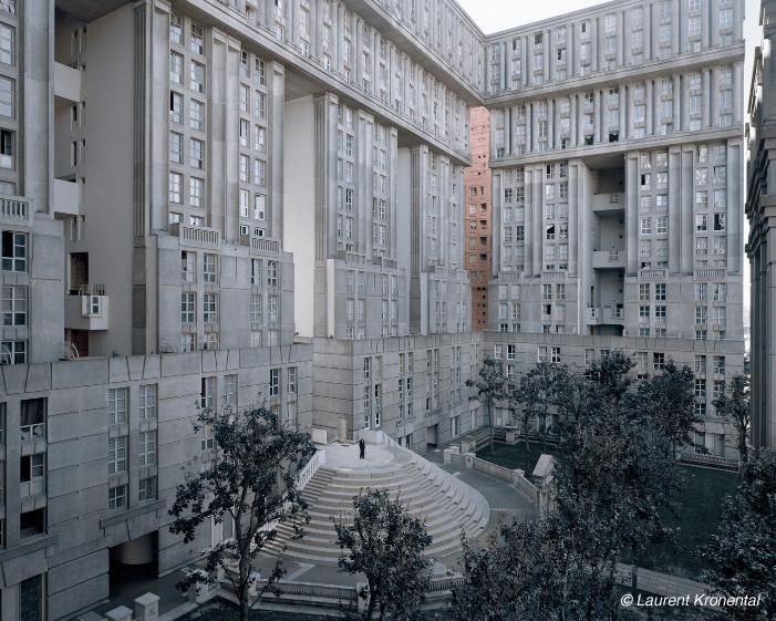 Joseph, 88 ans, Les Espaces d'Abraxas, Noisy-le-Grand, Seine-Saint-Denis (Architecte : Ricardo Bofill) / © Laurent Kronental