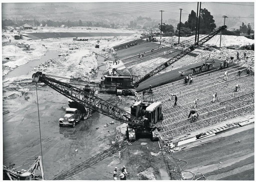 Photo historique - travaux de canalisation de la Los Angeles River