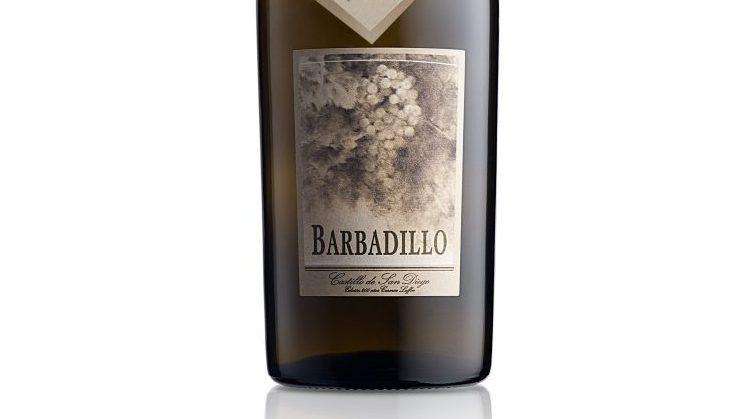 Carmen Laffón viste con una de sus obras el vino más emblemático de Barbadillo