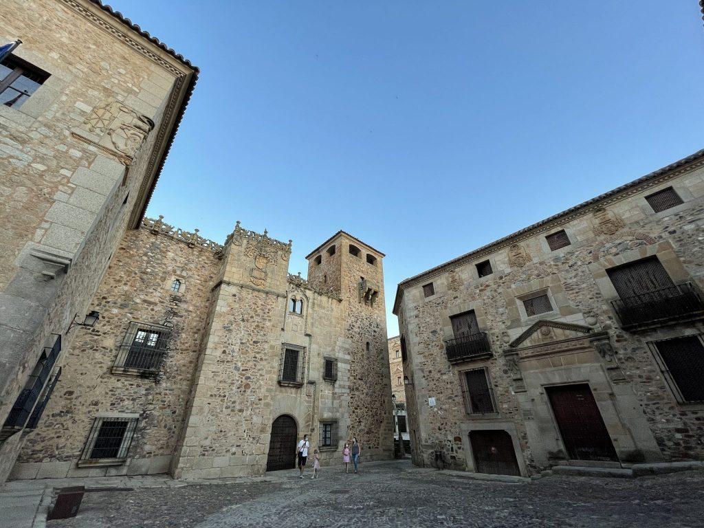 ¿Qué ver en Cáceres? Descubre la nueva joya del turismo cultural
