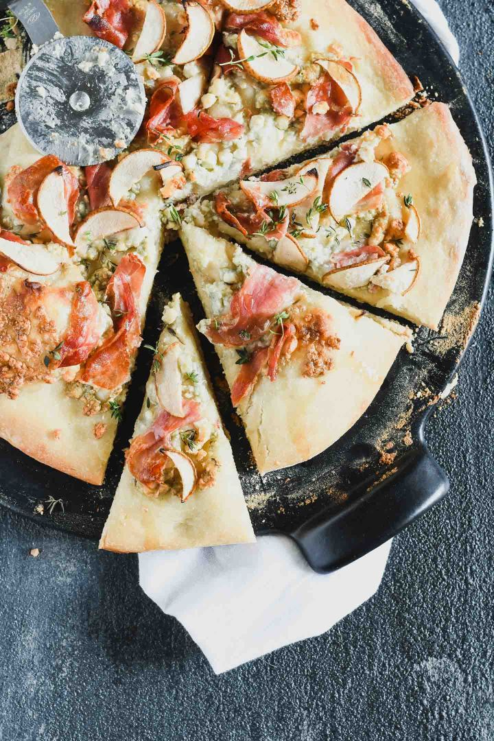 Cook your pizza on the grill to get a perfect crisp crust! Topped with pear, proscuitto & blue cheese this one is an elegant alternative for your regular pizza night.