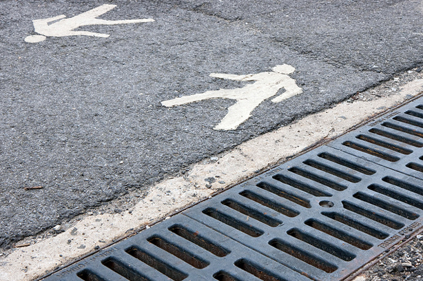walk-pavement-flickr-damien-rees