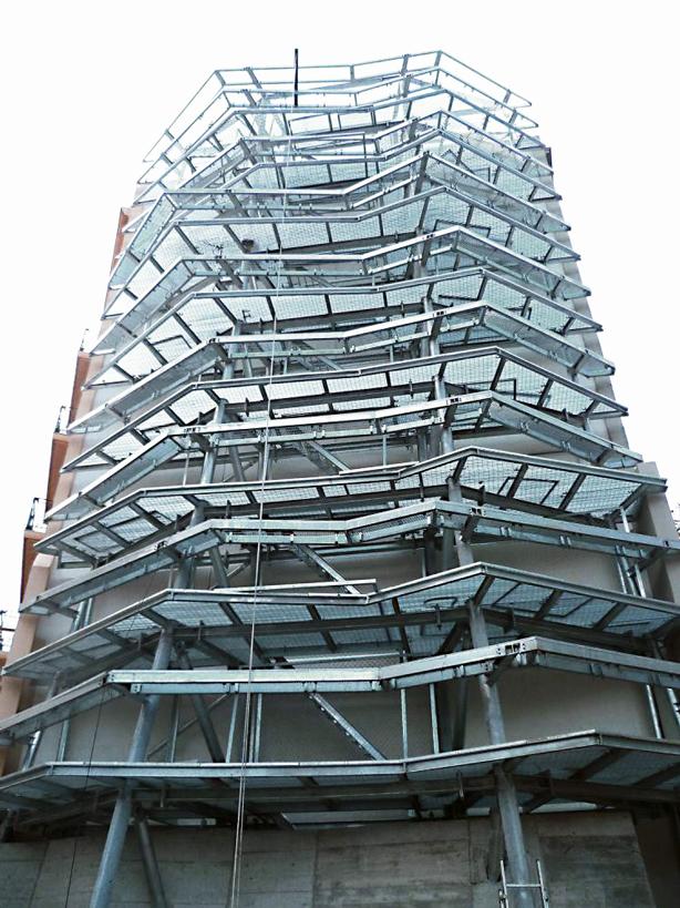 Green_Wall_Structure_jardi-tarradellas-during-construction-urbangardensweb
