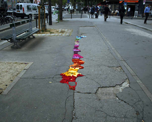 juliana-santacruz-herrera-knitted-street-paris-urbangardenseb