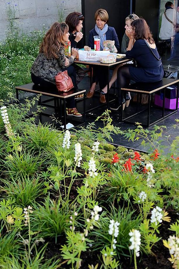 dining-in-floating-garden-seine-paris