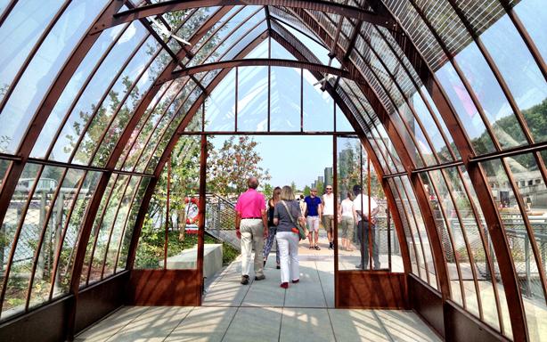floating-greenhouse-alma-bridge-berges-de-paris