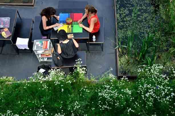 les-berges-table-and-people
