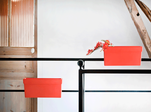 bliss-magnetic-planter-boxes-on-interior-railing