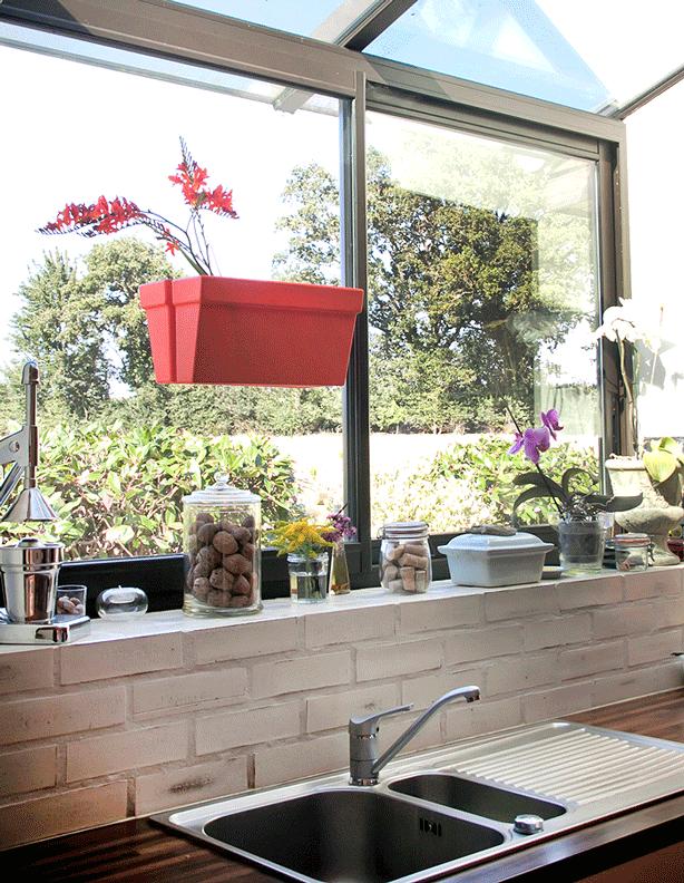 bliss-planter-box-on-kitchen-window