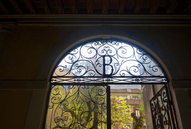 barnabo-monogram-iron-doors-to-garden-614