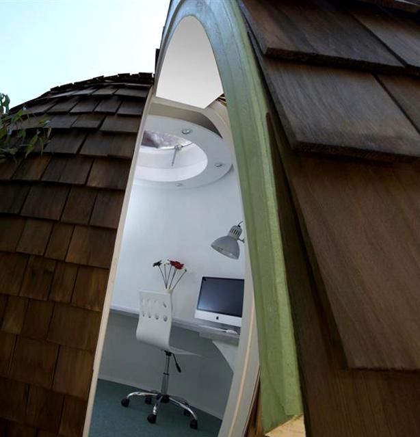 Archipod-Eco-Friendly-Garden-Office-Pod-interior-2_urbangardensweb