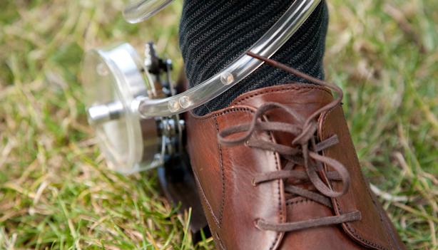 guerrilla-gardening-shoe-bombing-device-urbangardensweb_614