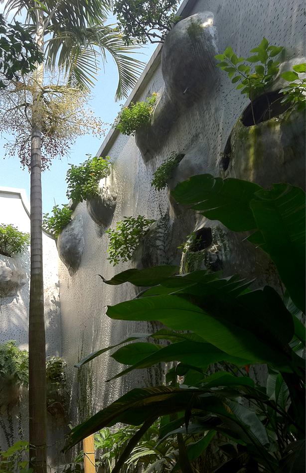 husos-hostandnectar-garden-building_urbangardensweb