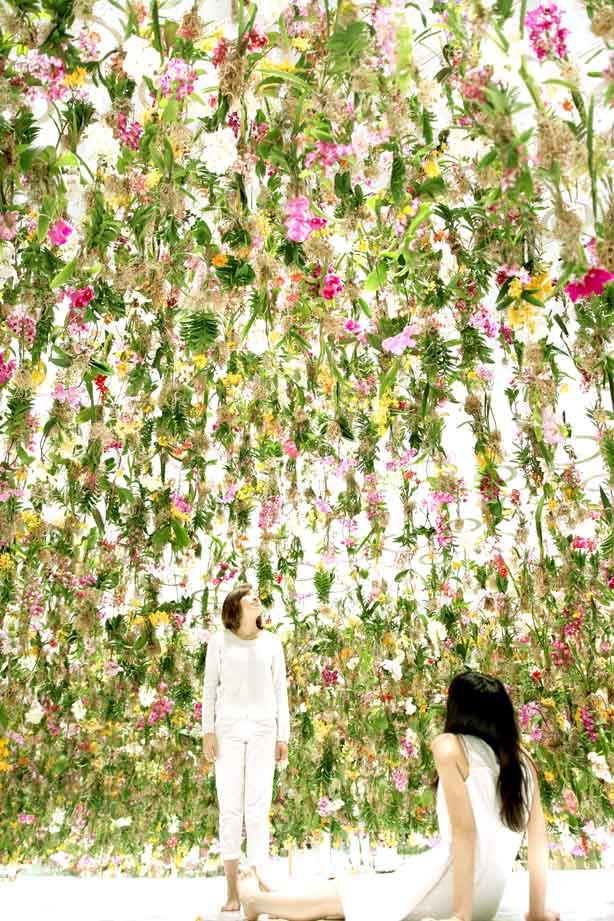 Floating-Flower-Garden_teamlab