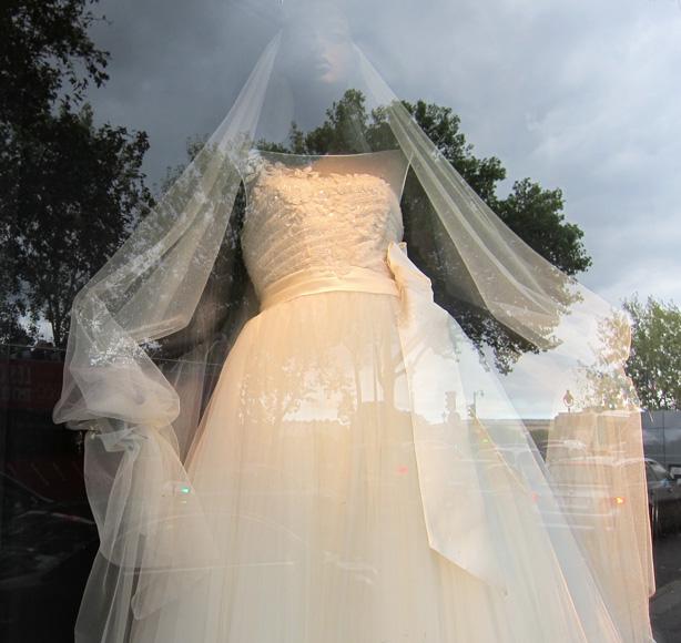 window_shopping_paris_dress
