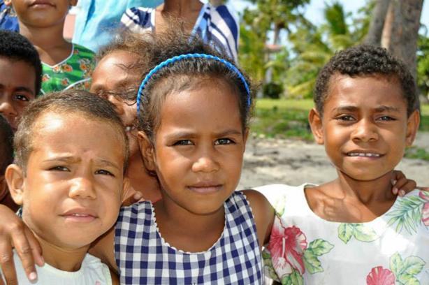 turtle-island-fiji-neighbors-children_urbangardensweb