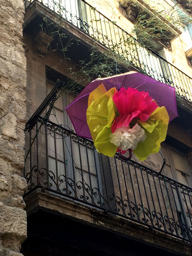 umbrella-on-balcony-temps-de-flors-urbangardensweb