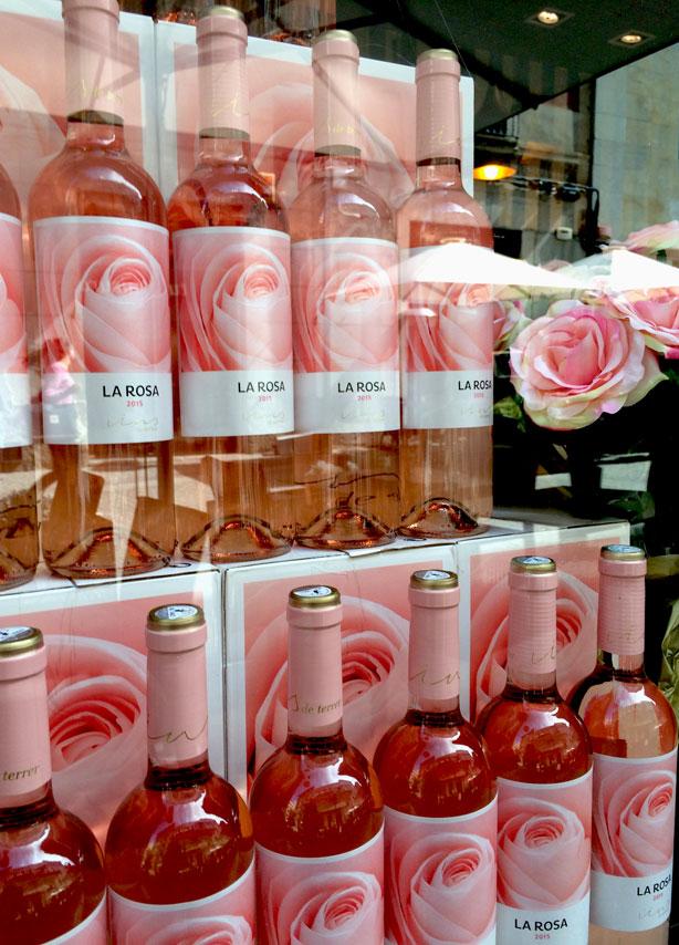 la-rosa-wine-bottles-temps-de-flors-urbangardensweb