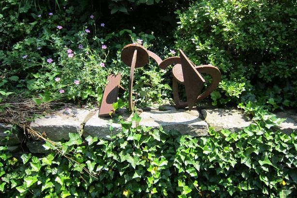 Connecticut-house-and-garden-sculpture-robin-plaskoff-horton-urbangardensweb