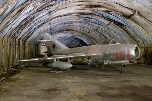 Kuçovë-abandoned-aircraft-graveyard-6