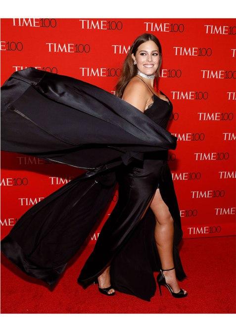 ashley graham twirling The Brilliant Way Ashley Graham Covered Up a Red Carpet Wardrobe Malfunction