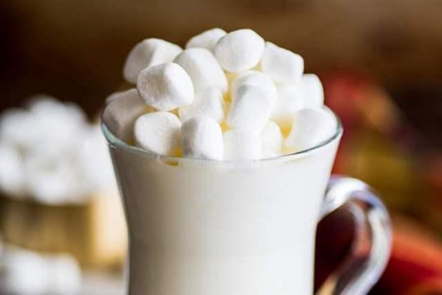 STYLECASTER | 2-Ingredient Dessert Recipes | White hot chocolate