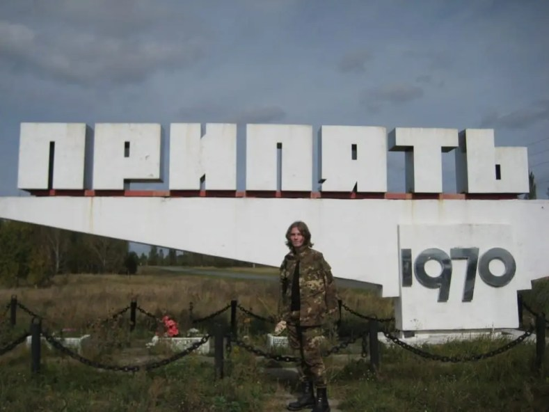 Artyom: To take photo near stella is tradition