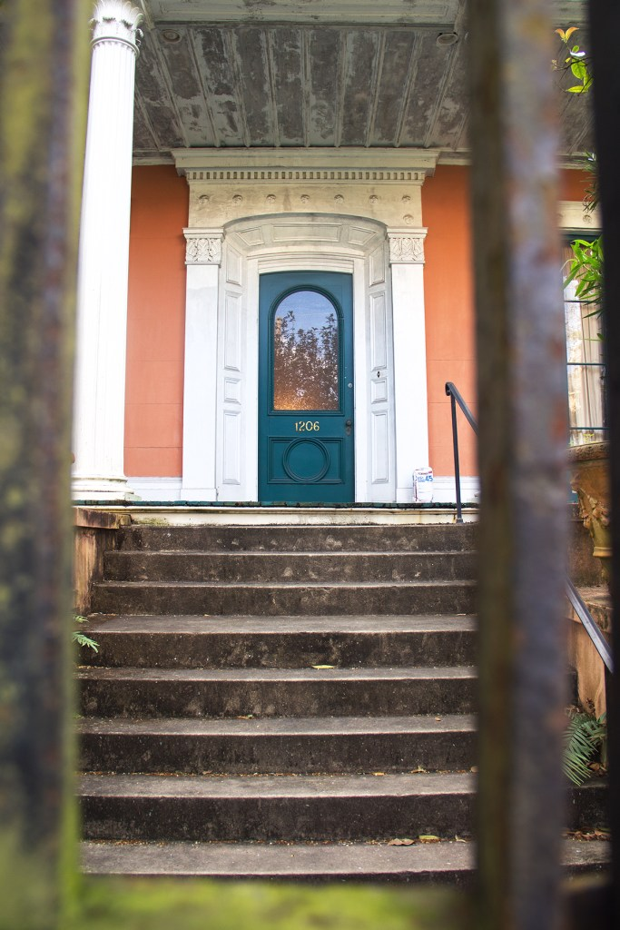 Photo of a doorway in the Garden District of New Orleans