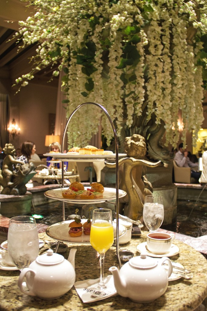 Image of afternoon tea at Chicago's Drake Hotel