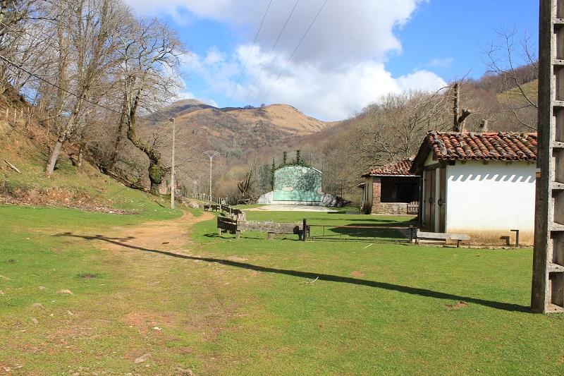 Village abandonné, vallée d'Aritzakun - Ur eta Lur, Canyoning et Randonnée
