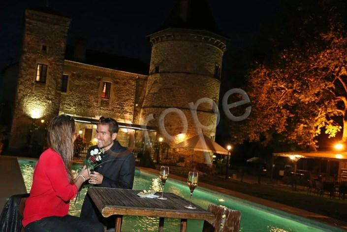 reportage photo d'illustration d'un château en Isère avec un couple