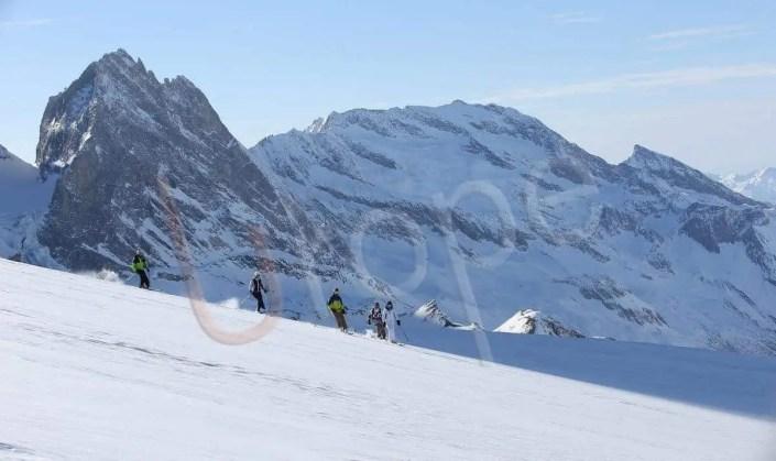 Groupe de Skieurs en hors piste
