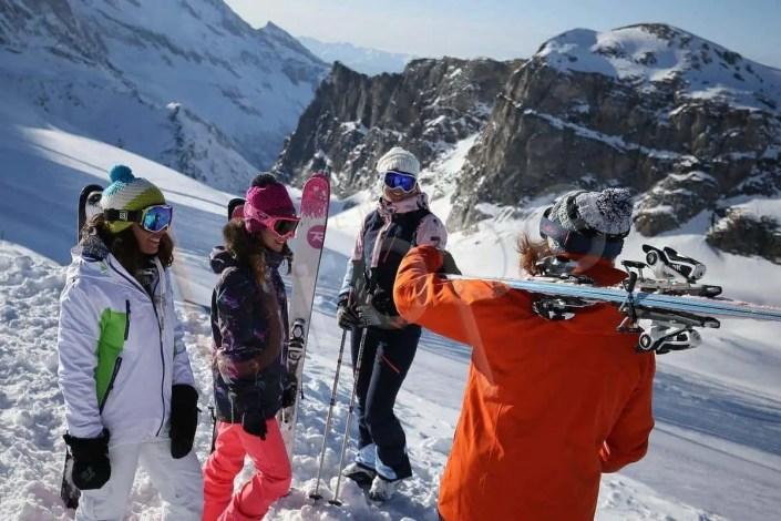 Skieurs sur le glacier à Tignes