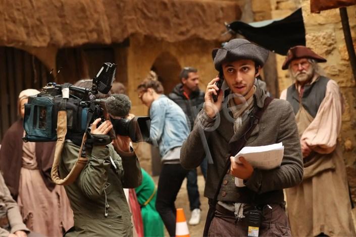 Image du tournage d'un film à Sarlat avec figurants déguisés