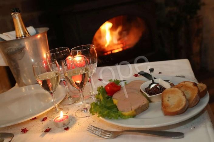 Photo culinaire d'une assiette gastronomique avec foie gras