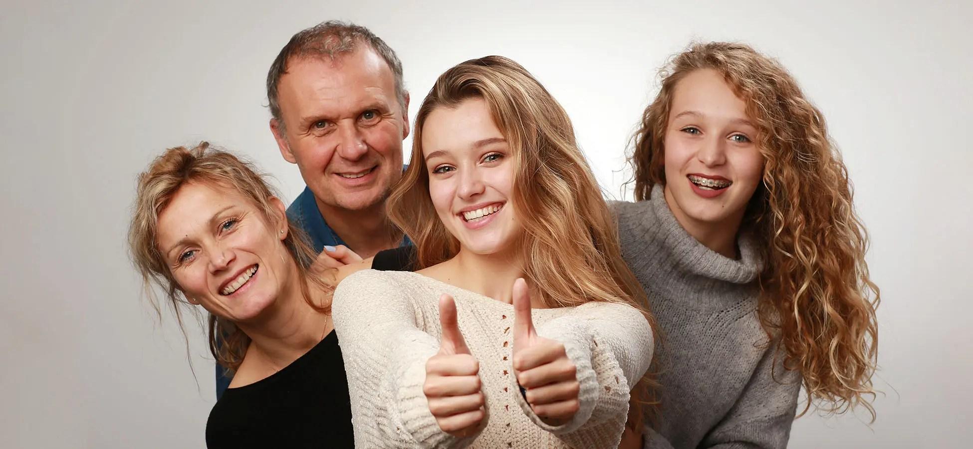 Photo de famille en Studio par l'Agence Urope à Grenoble
