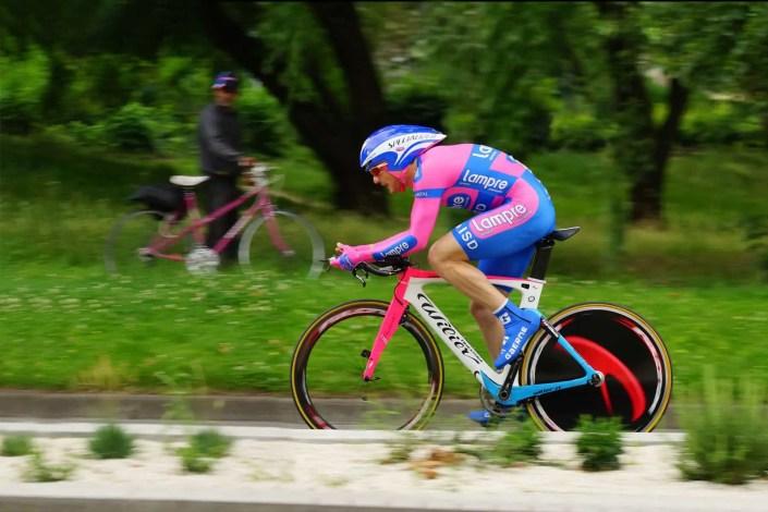 Photo d'un coureur cycliste lors d'un contre la montre du Dauphiné