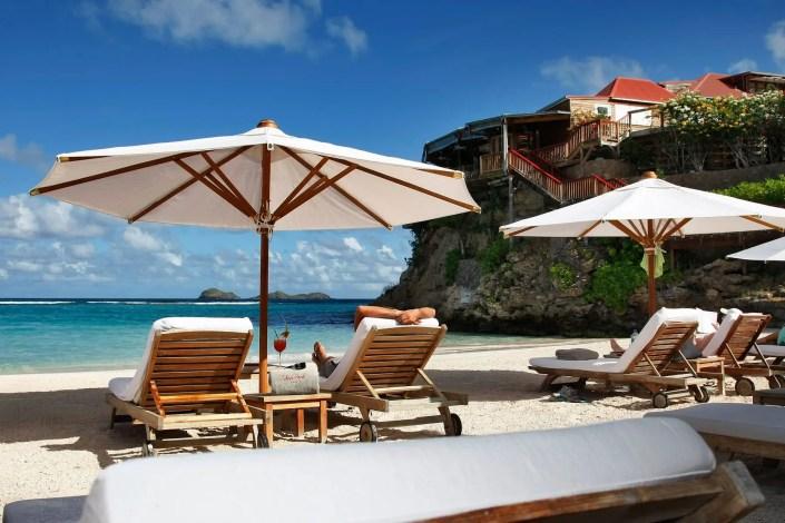 Photo de parasol à l'Eden Rock sur la plage de Saint Barth avec des décors de rêve
